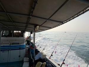 満席の釣り船