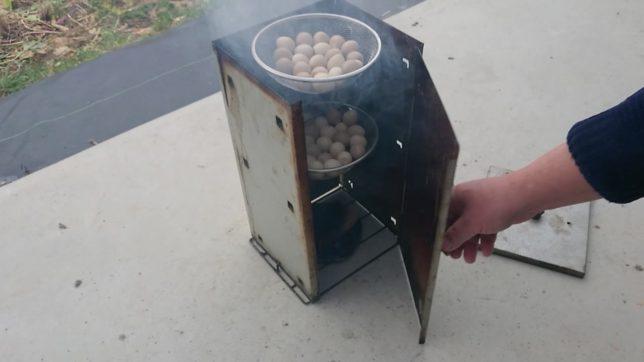 うずらの卵の燻製開始