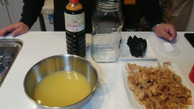 ポン酢作りの材料 カボス、醤油、鰹節、昆布