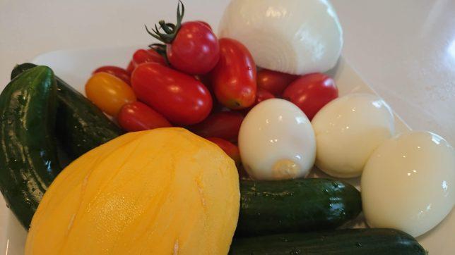 プチトマト、きゅうり、コリンキー、玉ねぎ、ゆで卵